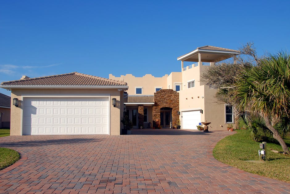 Factors To Consider In Choosing The Right Garage Door Installation And Repair Company